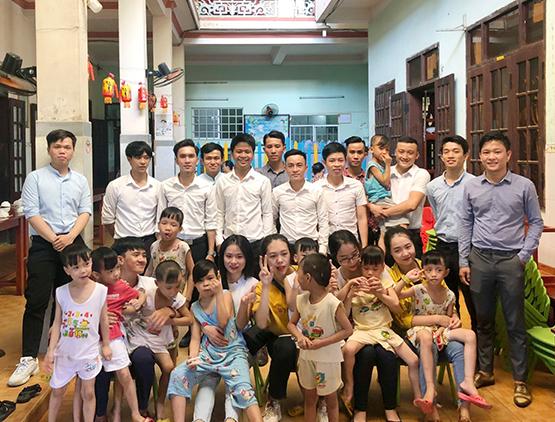 Hoàng Gia Phát trao yêu thương cho trẻ em mồ côi